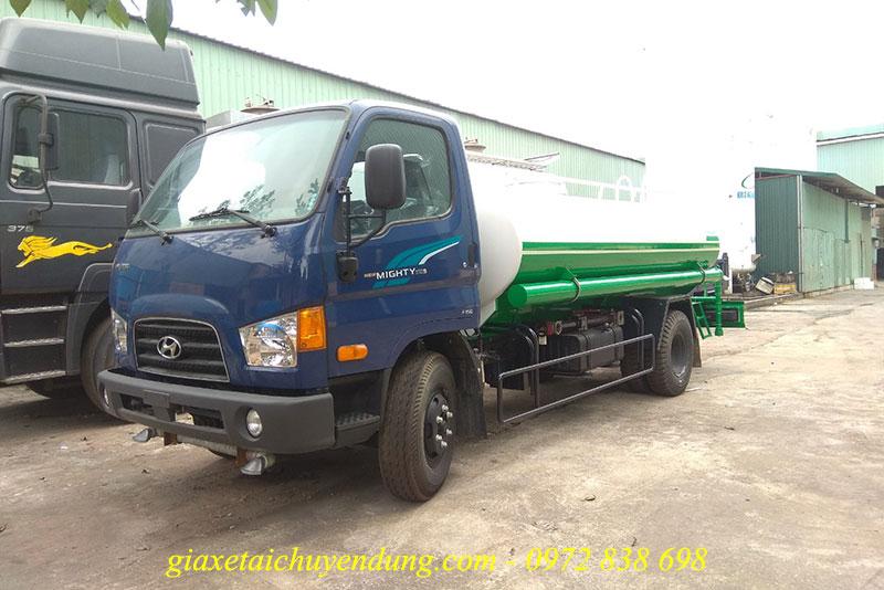 xe phun nước rửa đường hyundai 110sp